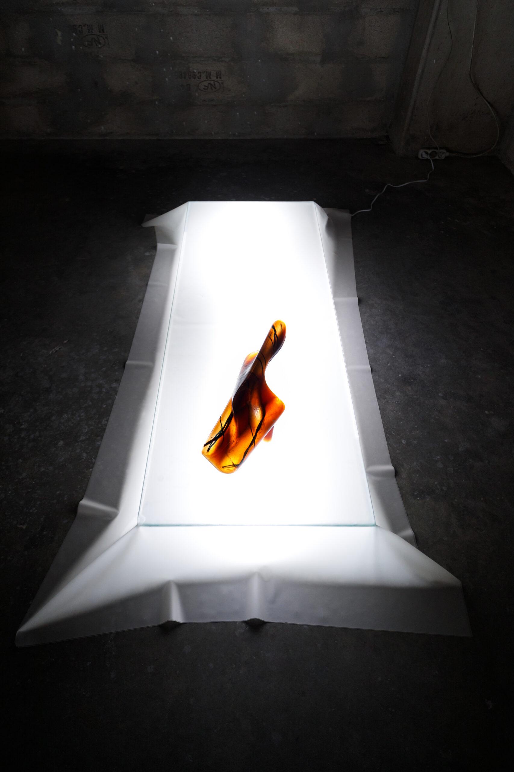 Roy Köhnke, At heart, (série), 2021, elastomère, ficelle agricole, tube latex, dimensions variables. Vues d'exposition, ANTE:IRL, Wonder/Fortin, Clichy, 2021, Crédit photo : Salim Santa Lucia